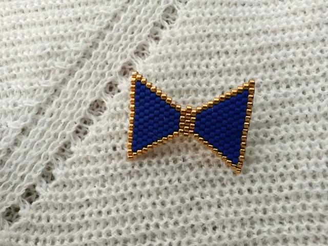 broche miyuki noeud bleu