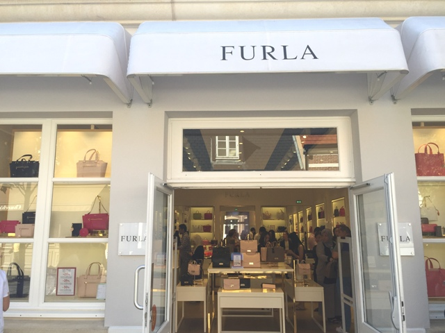 danetigress beauty blog fashion furla handbag review slg wallet babylon small